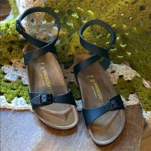 Shoes - NWOB Birkenstock Daloa Black Ankle Strap Sandal 39